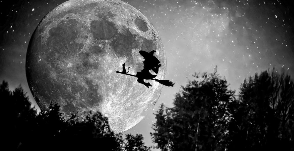 witch-949055_1920.jpg